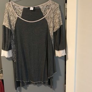 Tops - Gray lace sleeves tunic with long tank. Size L